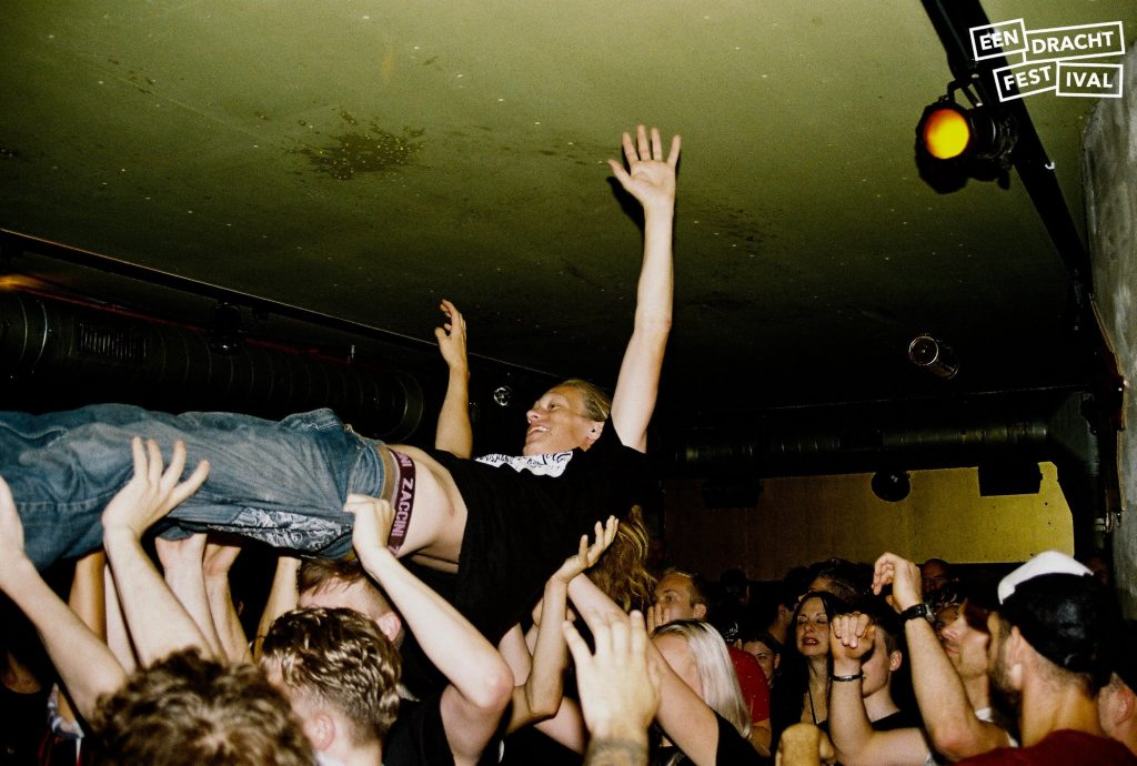 Stage dive in Vibes